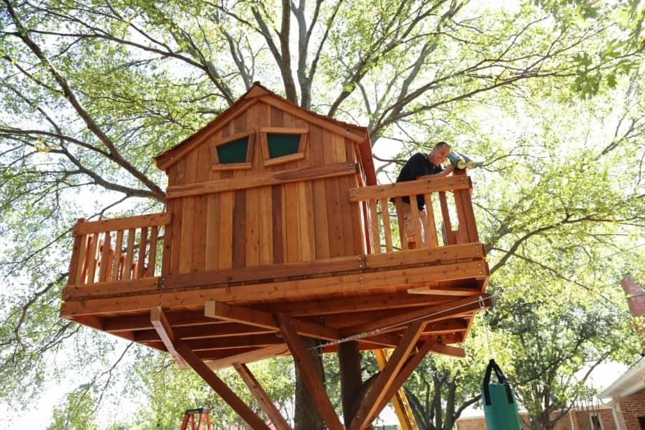Treehouse wrap around deck